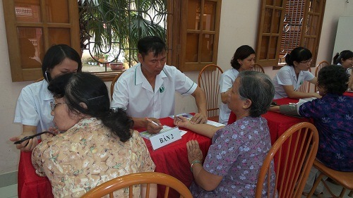 Phòng khám Đông y Nguyễn Hữu Toàn khám bệnh từ thiện