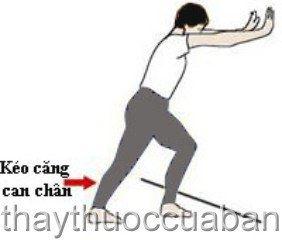 Kéo căng can chân giúp giảm đau gót chân