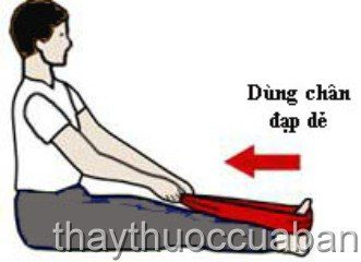 Dùng chân đạp dẻ - giúp giảm đau gót chân